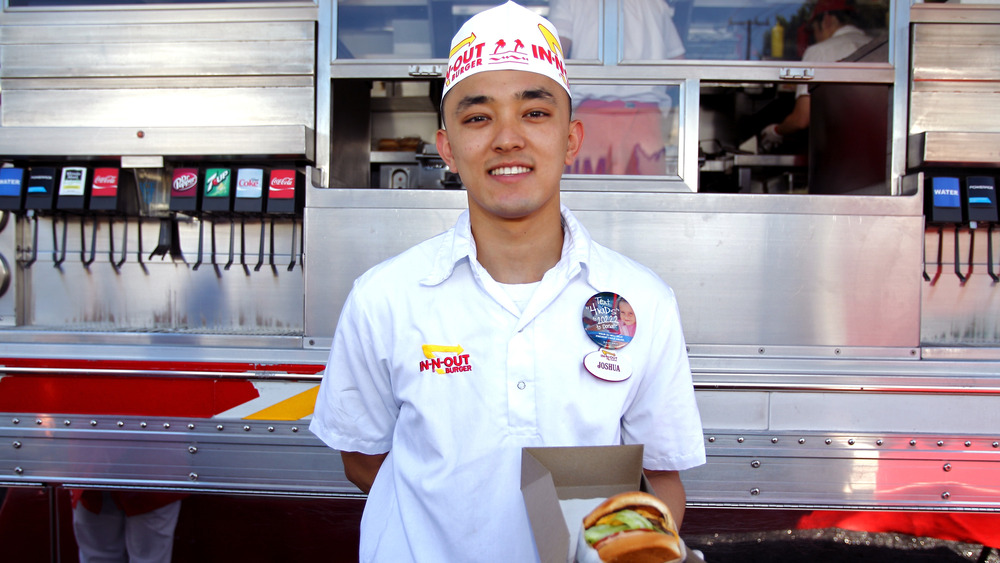 What are In-n-Out employees paid?