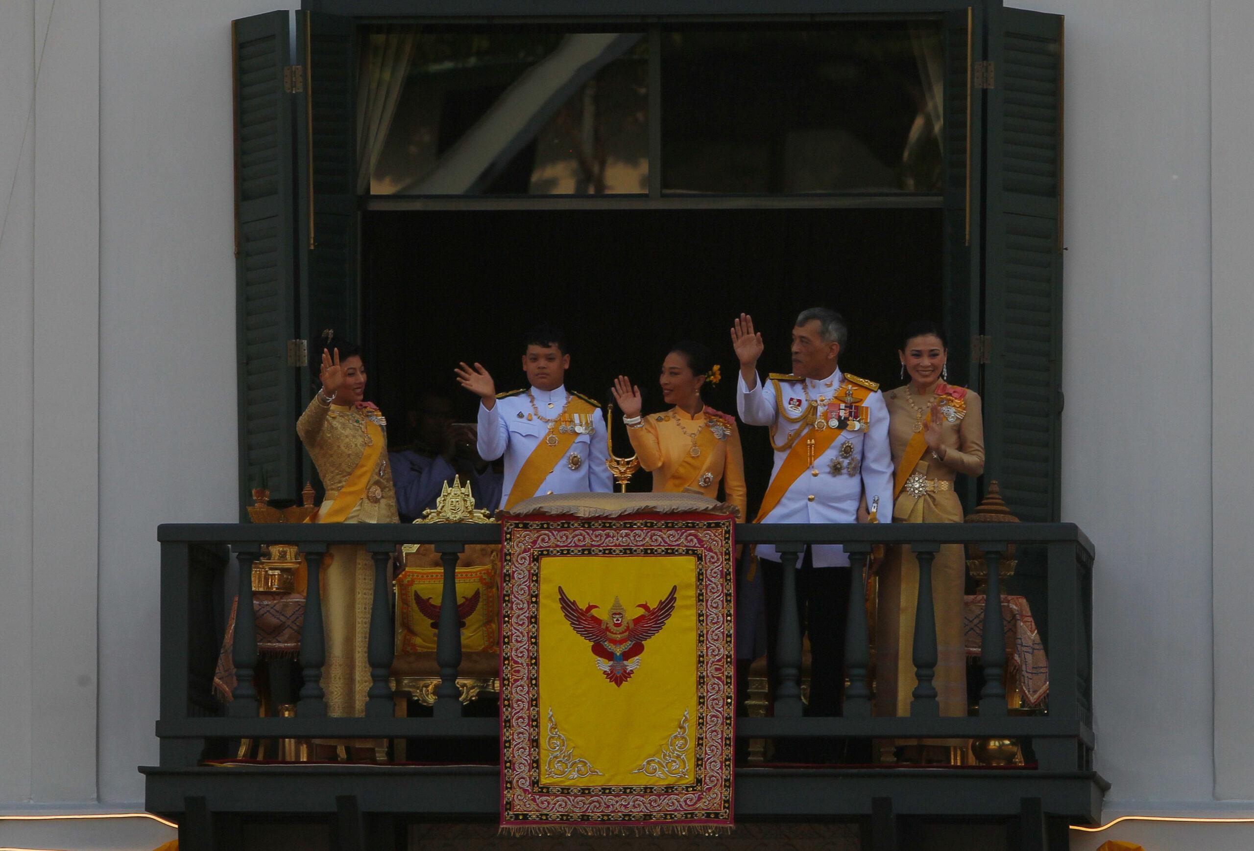 Thai Royal Family eat