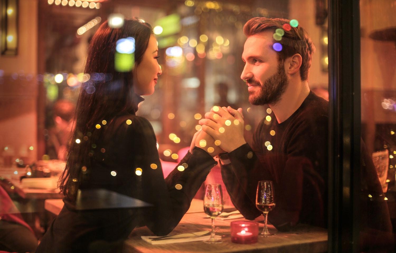 dinner date (Credit: Pexels)