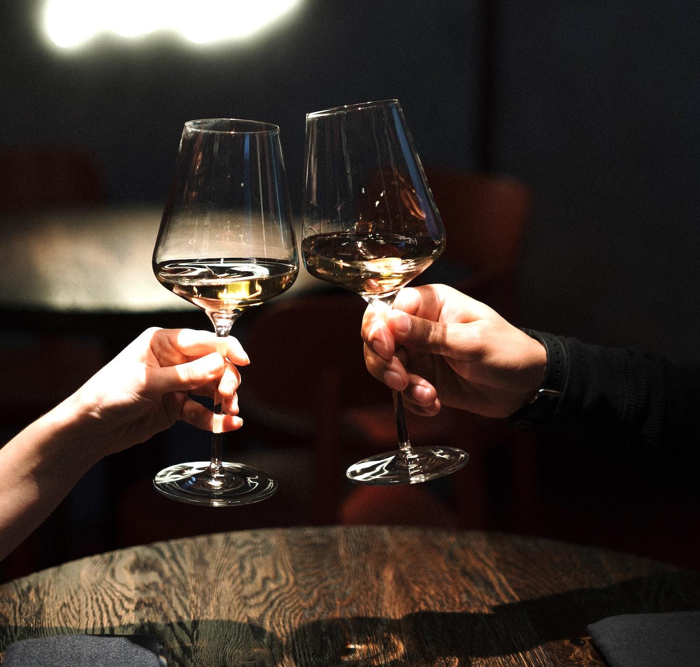 wine dinner date (Credit: Pexels)
