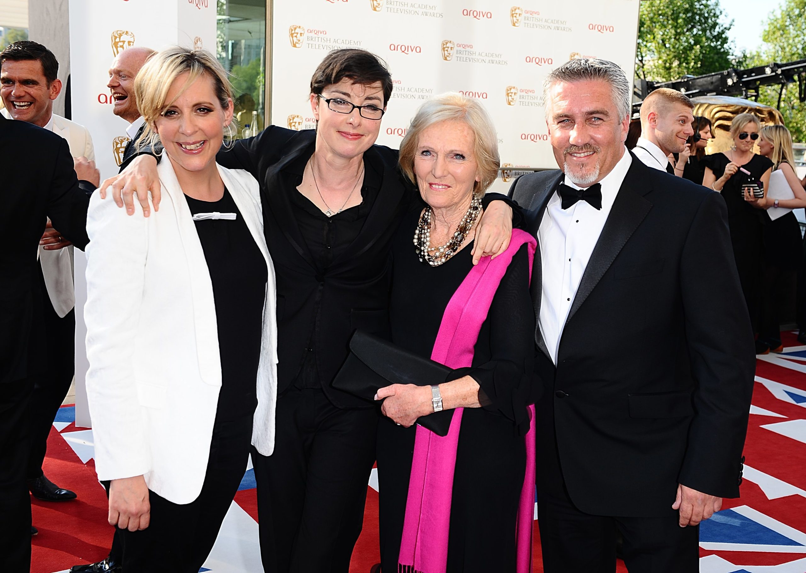 Mel and Sue Bake off