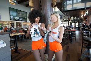 free wings Hooters Valentine's Day